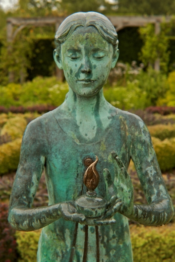 http://www.waterperrygardens.co.uk/